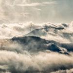 作品「雲と大地のうねり(Ground and Clouds Swell)」